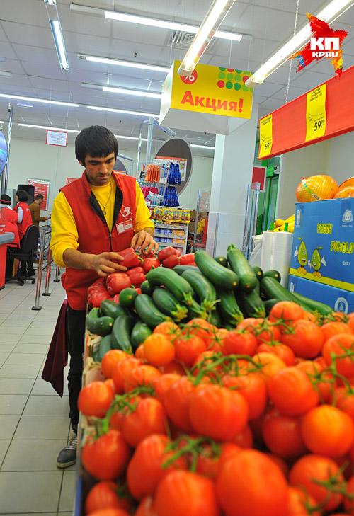 В столице работает около 20 агентств, которые помогают устроиться на работу к землякам, чаще в какой-нибудь сетевой магазин Фото: Евгения ГУСЕВА