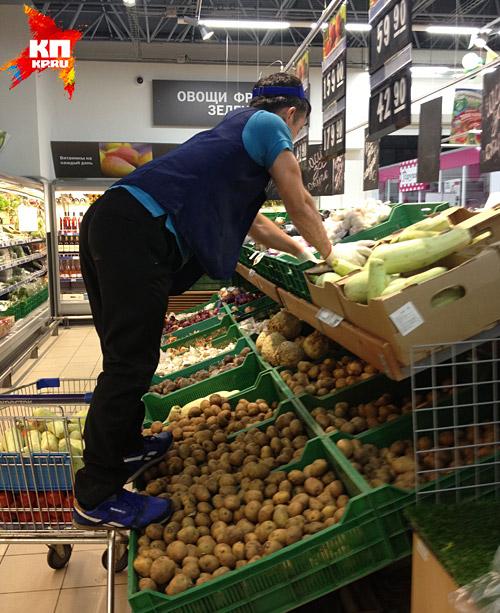 Тщательно мойте овощи и фрукты из магазинов Фото: Александр БОЙКО